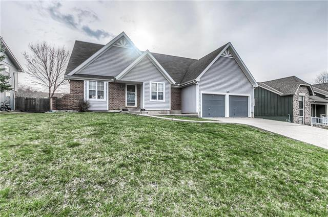 2521 S 22nd Terrace, Leavenworth, KS 66048 (#2156471) :: House of Couse Group
