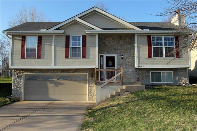 19612 E 9th St S Street, Independence, MO 64056 (#2156594) :: House of Couse Group