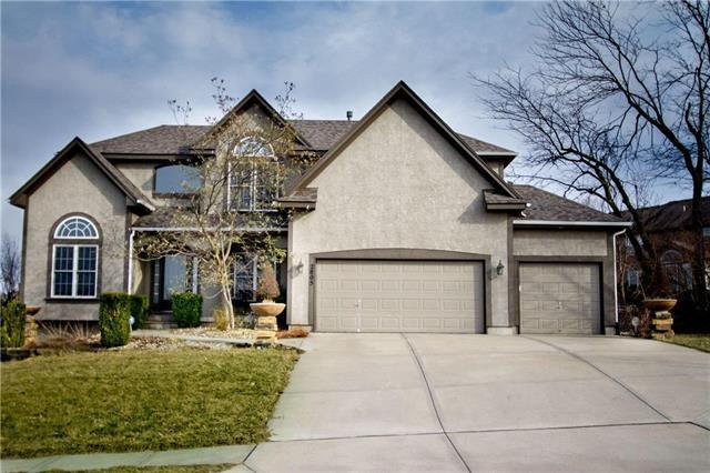 2805 SW Lewis Drive, Lee's Summit, MO 64081 (#2156620) :: House of Couse Group