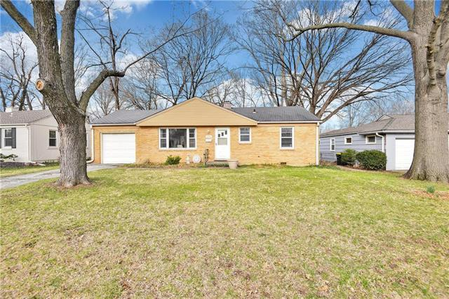 4816 W 62nd Terrace, Mission, KS 66202 (#2156697) :: Team Real Estate