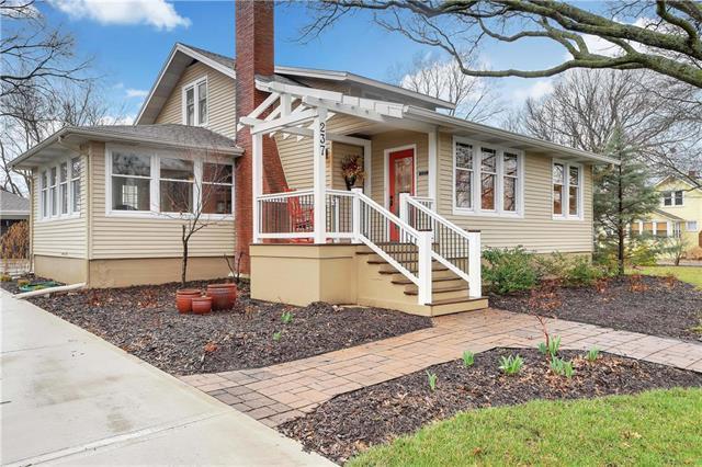 237 W Main Street, Gardner, KS 66030 (#2156750) :: House of Couse Group