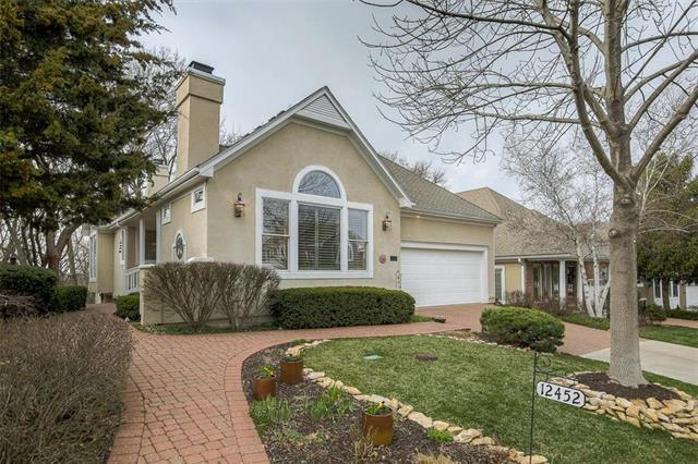 12452 Westgate Street, Overland Park, KS 66213 (#2156789) :: House of Couse Group