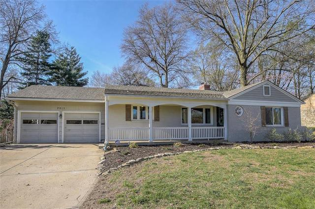 2815 W 92nd Street, Leawood, KS 66206 (#2156817) :: House of Couse Group