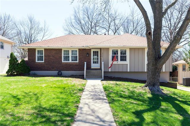 12107 E 57th Terrace, Kansas City, MO 64133 (#2156859) :: House of Couse Group