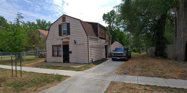 2409 E 74th Street, Kansas City, MO 64132 (#2156903) :: House of Couse Group