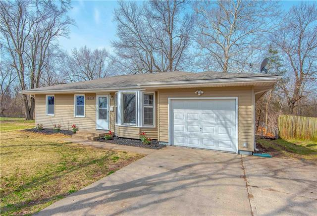 12012 Belmont Avenue, Grandview, MO 64030 (#2157006) :: House of Couse Group