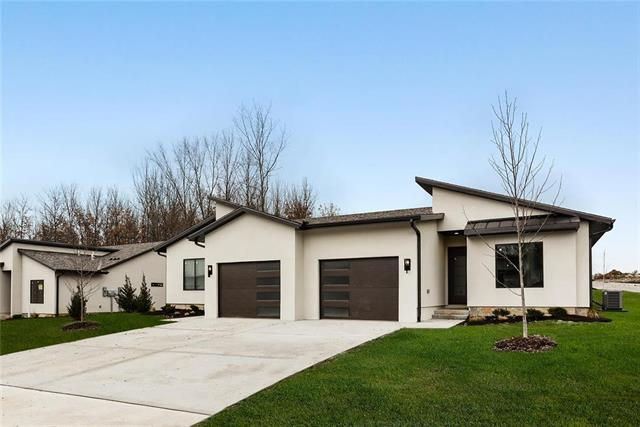 100 E Pine Street, Raymore, MO 64083 (#2157040) :: House of Couse Group