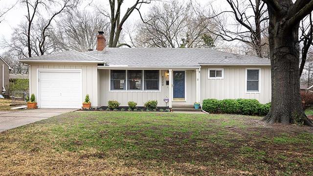 6200 W 77TH Street, Prairie Village, KS 66208 (#2157065) :: House of Couse Group