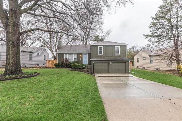 3813 W 79th Street, Prairie Village, KS 66208 (#2157071) :: House of Couse Group