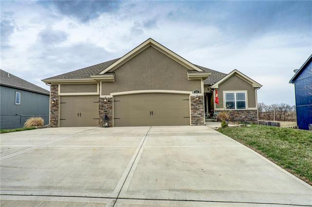 200 Creek Valley Terrace, Smithville, MO 64089 (#2157079) :: House of Couse Group