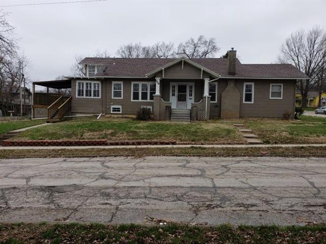 409 College Street, Paola, KS 66071 (#2157225) :: No Borders Real Estate
