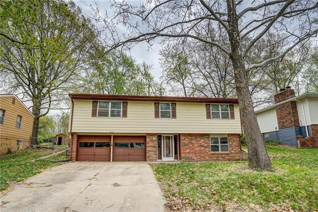 5653 N Tullis Avenue, Kansas City, MO 64119 (#2157247) :: Edie Waters Network