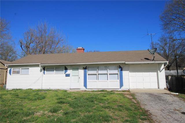 11220 Oakland Avenue, Kansas City, MO 64134 (#2157315) :: Edie Waters Network