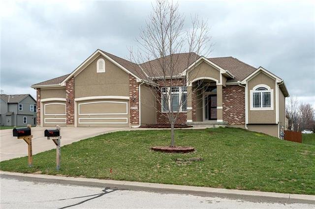 12102 Astor Court, Peculiar, MO 64078 (#2157357) :: House of Couse Group