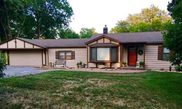 5 Belmont Drive, Country Club, MO 64505 (#2157387) :: Edie Waters Network