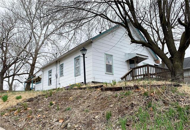 1646 S 42nd Street, Kansas City, KS 66106 (#2157517) :: House of Couse Group