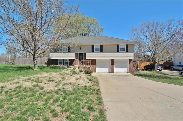 5301 Woodland Drive, Shawnee, KS 66218 (#2157728) :: House of Couse Group