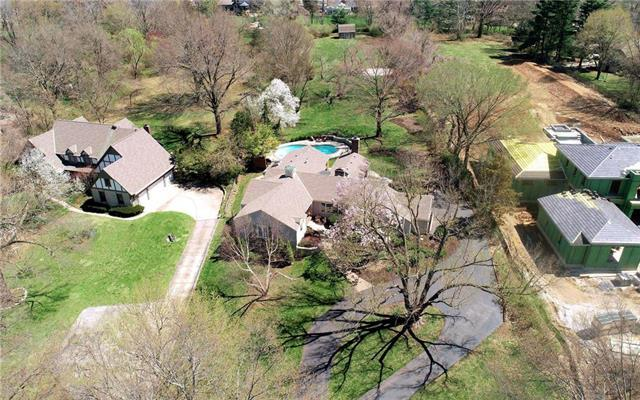 9229 Lee Boulevard, Leawood, KS 66206 (#2157747) :: House of Couse Group