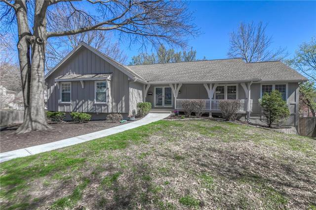 8821 Nall Avenue, Prairie Village, KS 66207 (#2157878) :: House of Couse Group