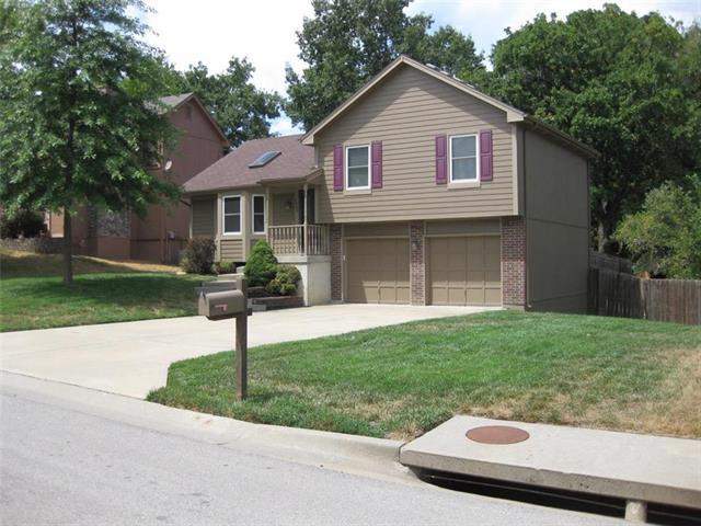 6504 NW Morrell Drive, Kansas City, MO 64152 (#2157891) :: House of Couse Group