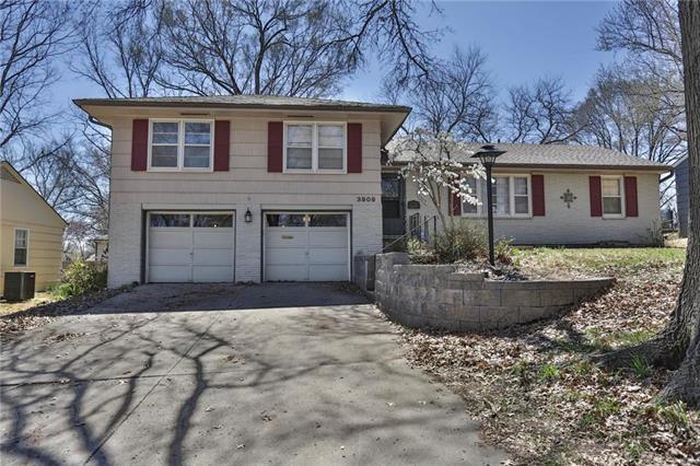 3909 NE 50th Terrace, Kansas City, MO 64119 (#2157896) :: The Gunselman Team