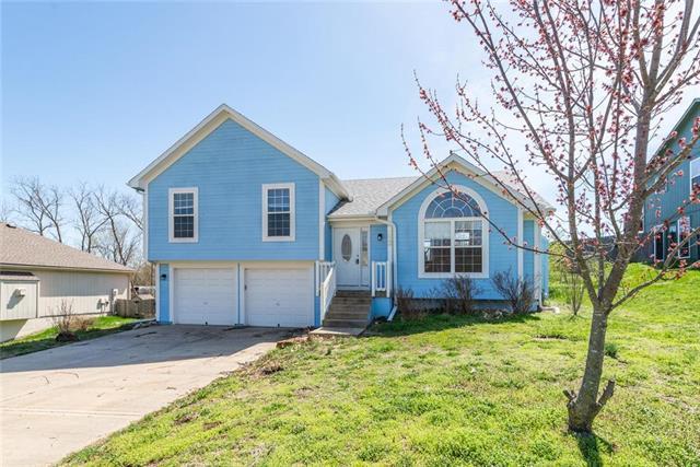113 E Whispering Hills Boulevard, Lone Jack, MO 64070 (#2157974) :: No Borders Real Estate