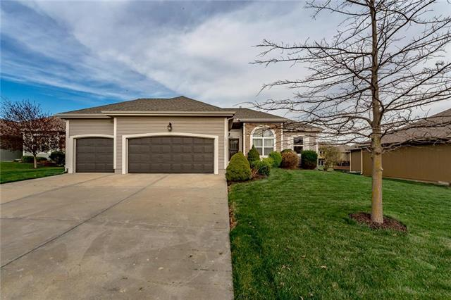 4917 Theden Street, Shawnee, KS 66218 (#2158002) :: House of Couse Group