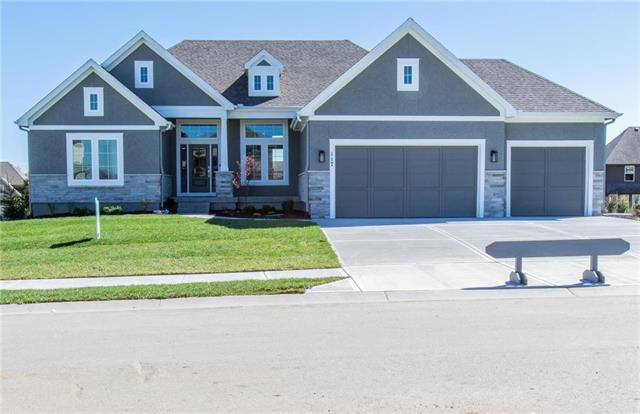 117 NW Carson Drive, Lee's Summit, MO 64081 (#2158036) :: House of Couse Group
