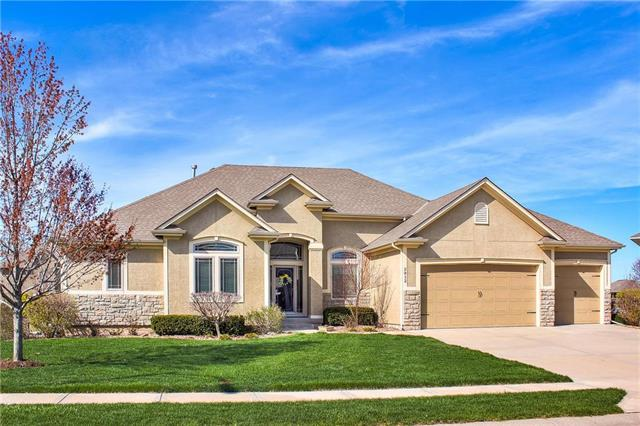 2812 NE Parkwood Drive, Lee's Summit, MO 64086 (#2158061) :: Edie Waters Network
