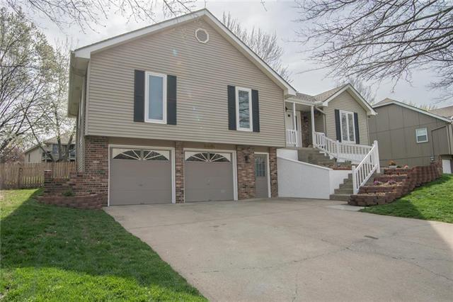 3803 SW Windemere Drive, Lee's Summit, MO 64082 (#2158109) :: House of Couse Group