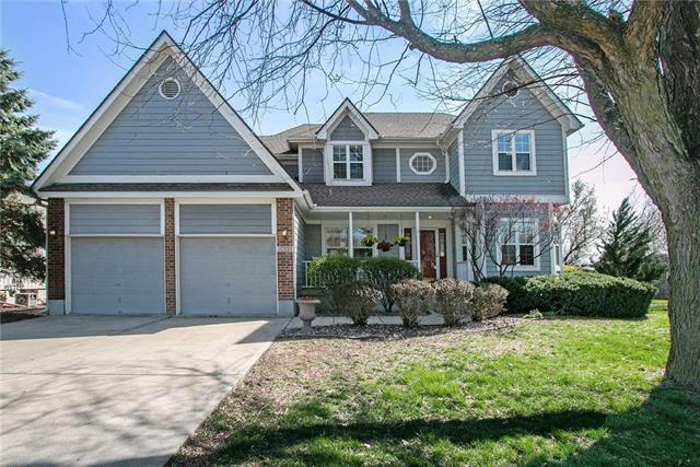 2701 SE Nottingham Drive, Lee's Summit, MO 64063 (#2158167) :: House of Couse Group