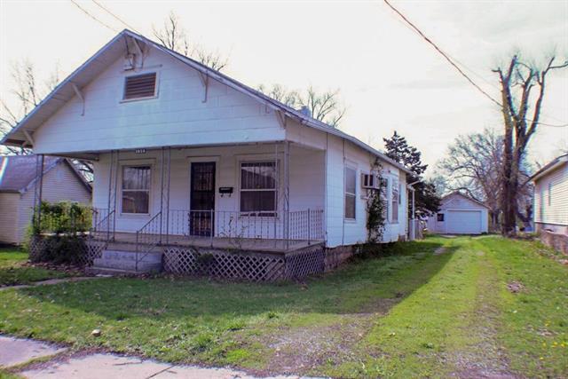 1029 Pacific Avenue, Osawatomie, KS 66064 (#2158257) :: The Gunselman Team