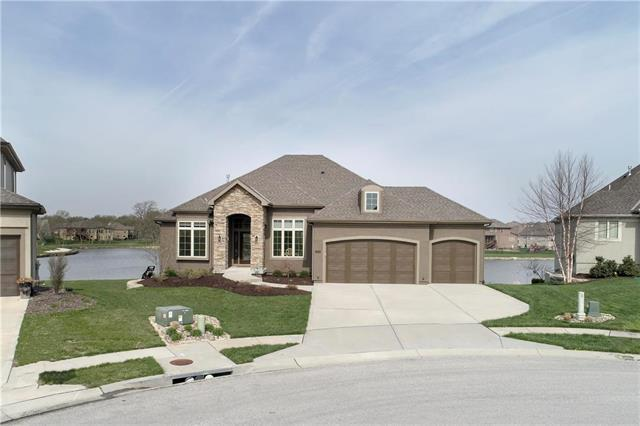 1302 Lakecrest Circle, Raymore, MO 64083 (#2158292) :: Edie Waters Network