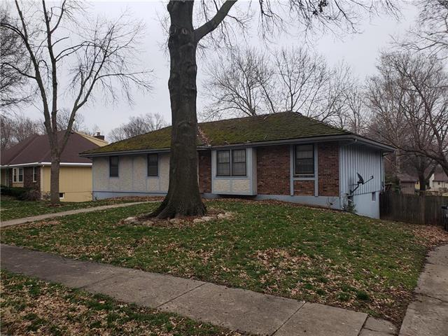 2433 83rd Lane, Kansas City, KS 66109 (#2158347) :: Edie Waters Network