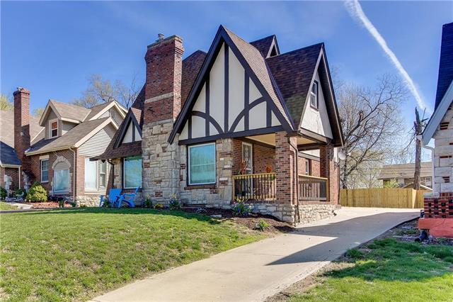 5977 Paseo Boulevard, Kansas City, MO 64110 (#2158519) :: No Borders Real Estate
