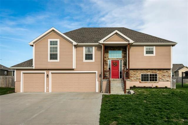3689 N 153rd Street, Basehor, KS 66007 (#2158533) :: House of Couse Group