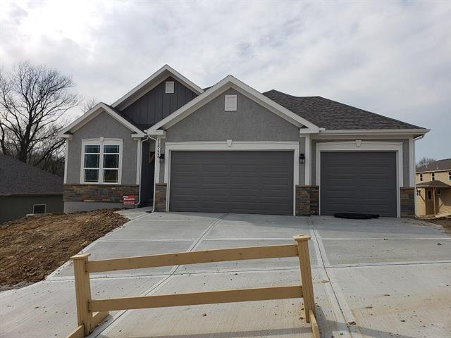 13752 Clear Creek Drive, Parkville, MO 64152 (#2158548) :: Edie Waters Network
