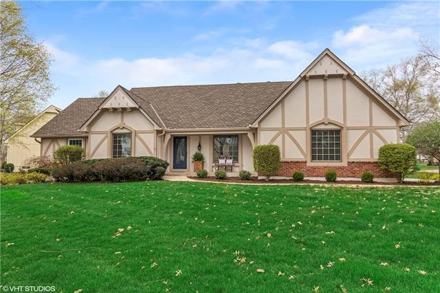 12800 Pembroke Circle, Leawood, KS 66209 (#2158550) :: Eric Craig Real Estate Team