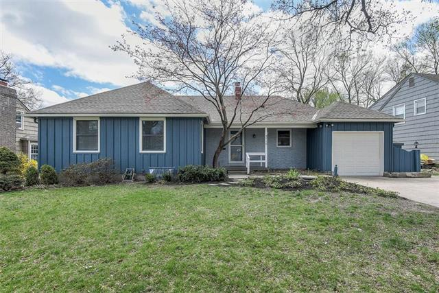 4719 W 77th Street, Prairie Village, KS 66208 (#2158578) :: House of Couse Group