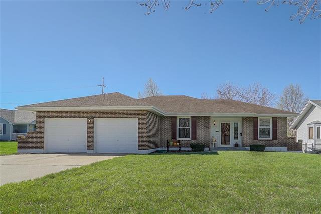 12409 E 58TH Terrace, Kansas City, MO 64133 (#2158590) :: House of Couse Group