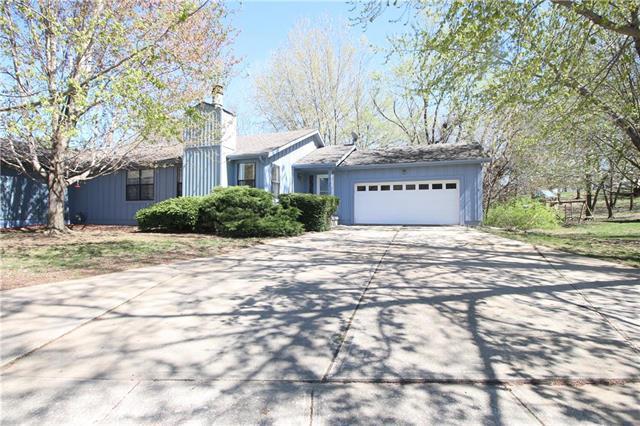 8309 N Virginia Street, Kansas City, MO 64118 (#2158593) :: House of Couse Group