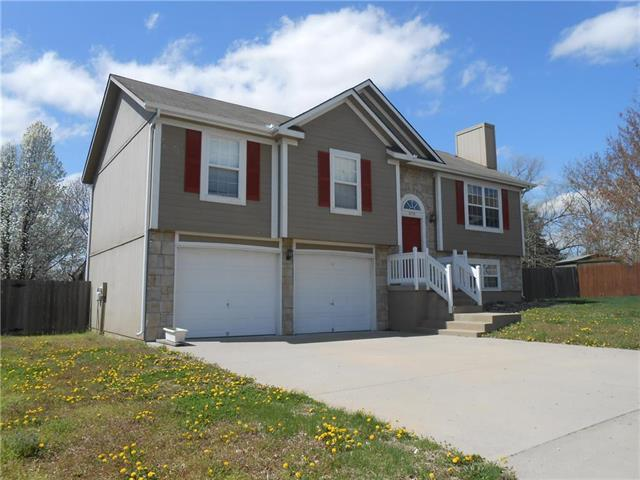 1714 NW Minos Drive, Grain Valley, MO 64029 (#2158602) :: House of Couse Group