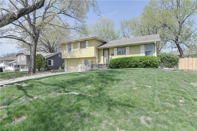 8600 W 92nd Street, Overland Park, KS 66212 (#2158604) :: House of Couse Group