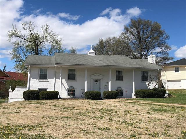 10930 Bales Avenue, Kansas City, MO 64137 (#2158645) :: House of Couse Group