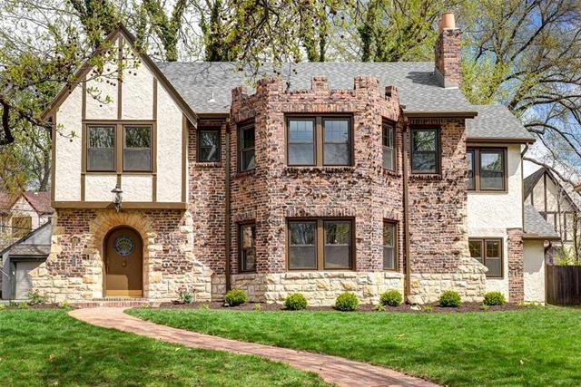 626 W 69th Street, Kansas City, MO 64113 (#2158690) :: House of Couse Group