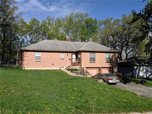 11228 Jackson Avenue, Kansas City, MO 64137 (#2158733) :: House of Couse Group