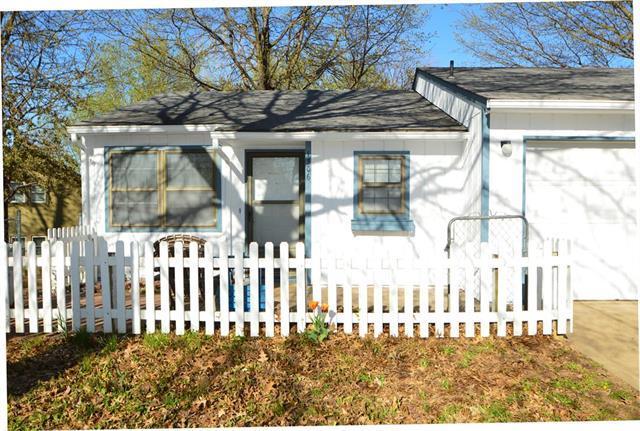 1306 N Harvey Drive, Olathe, KS 66061 (#2158773) :: House of Couse Group