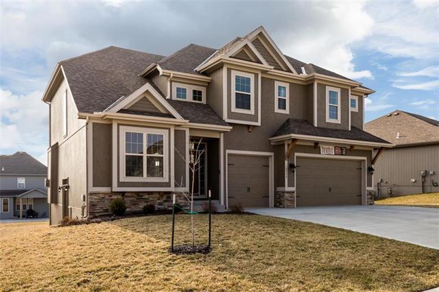 10559 N Randolph Avenue, Kansas City, MO 64157 (#2158839) :: House of Couse Group