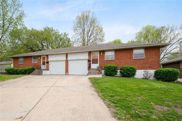 11327 E 20 Terrace, Independence, MO 64052 (#2158860) :: Team Real Estate