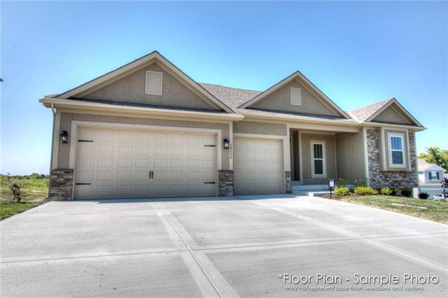 10528 N Randolph Avenue, Kansas City, MO 64157 (#2158897) :: House of Couse Group